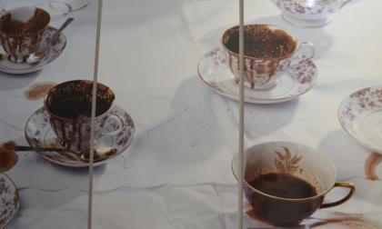 'Tazas', de Priscila Monje, de Costa Rica. Una obra que alude a la costumbre de las abuelas de leer la suerte en el café.
