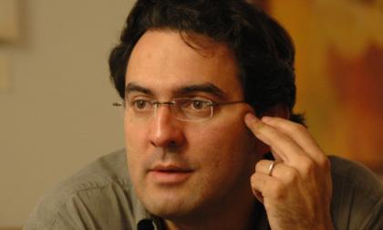 Juan Vásquez, finalista de premio Vargas Llosa