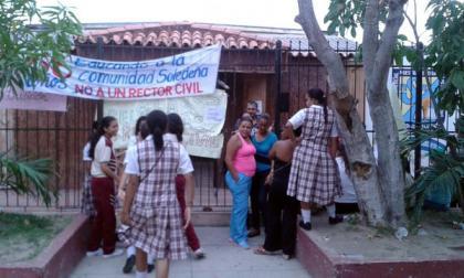 Padres de familia y alumnas de Las Misericordias anuncian que continuará la protesta por cambio en rectoría