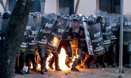 Siete policías heridos en manifestaciones en Ecuador