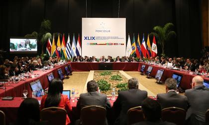 Los cancilleres miembros de Mercosur, ayer, durante la reunión preparatoria de la Cumbre de Mercosur.