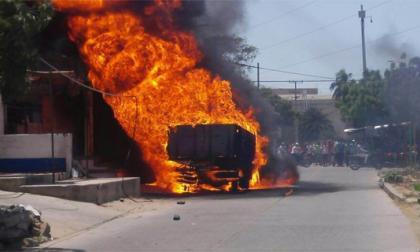 Queman vehículo en Riohacha para evitar decomiso de combustible