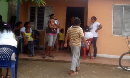 Varios vecinos del menor visitaron la casa donde vivía para dar sus condolencias.