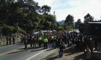 Santos dice que está abierto al diálogo con campesinos, pero no permitirá bloqueos de vías
