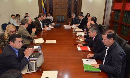 Aspecto de la reunión entre los negociadores del Gobierno y los partidarios del No.