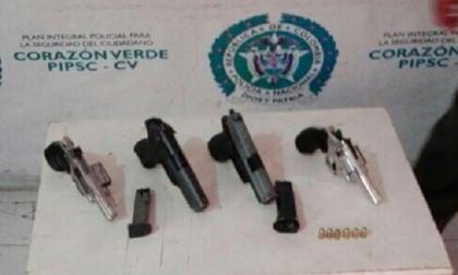 Hallan un revólver robado en Escuela de Policía en poder de presuntos 'Costeños'
