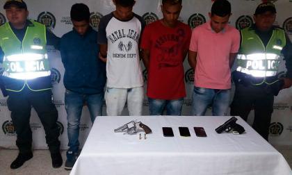 Atracan, huyen en taxi y los capturan en Puerto Colombia
