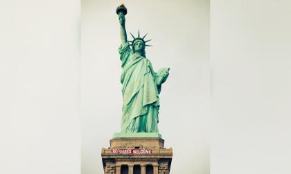 """La Estatua de la Libertad dijo este martes """"bienvenidos refugiados"""""""