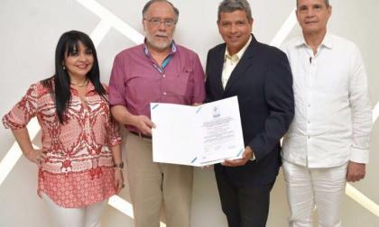 María Cristina Vargas, Directora del programa de Derecho; Orlando Abello, director del Centro de Conciliación; Simón Bolívar, gerente regional del Icontec; y Fernando Borda, decano de la Facultad de Jurisprudencia.