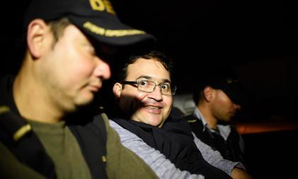 El exgobernador Javier Duarte cuando era trasladado de la cárcel militar Matamoros.
