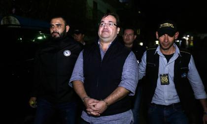 Javier Duarte cuando era trasladado a la cárcel militar.