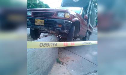 Hombre embiste con su camioneta a atracador que le disparó en el barrio El Limoncito