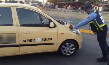 En video   Taxista será sancionado por irrespetar a regulador de tránsito en Cartagena