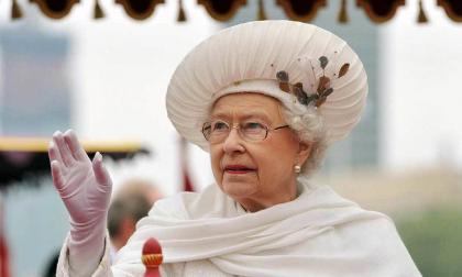"""La Reina Isabel II condena el acto de """"barbarie"""" de Mánchester"""