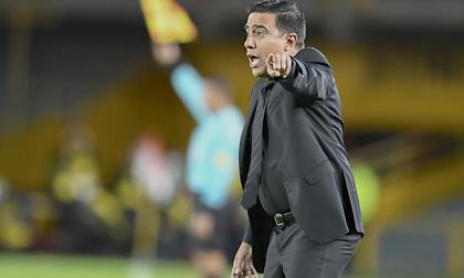 """""""Me río cuando dicen que el mejor fútbol está en Colombia"""": César Farías"""
