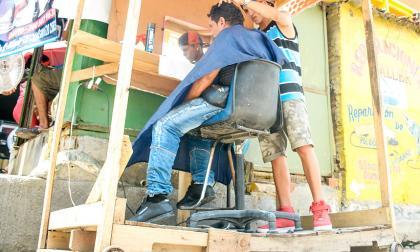 Barberías con ruedas, la sensación en el Centro de Barranquilla