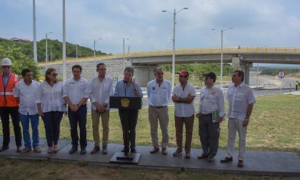 Santos entregó 12 km recuperados de la vía Barranquilla-Puerto Colombia