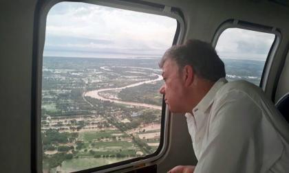 En Córdoba, presidente Santos inspecciona inundaciones y Besaile pide obras definitivas