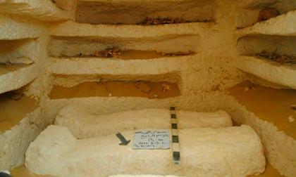 Tres tumbas con varios sarcófagos en un cementerio de casi 2.000 años de antigüedad.