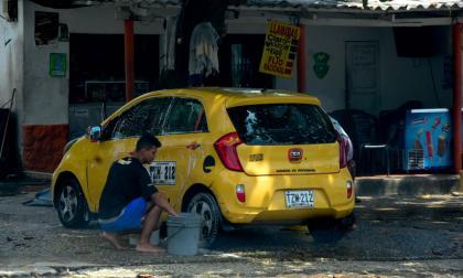 Suspendidos 63 lavaderos de carros por infringir el Código de Policía