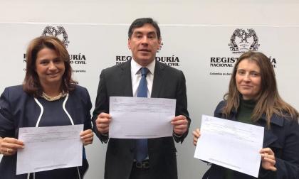 Uribismo inicia recolección de firmas para revocar acuerdos con las Farc