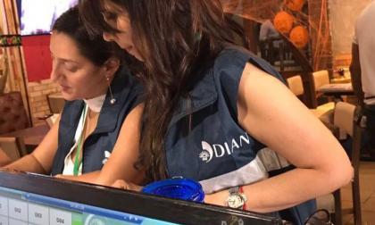 Trabajadores de la Dian en un restaurante de la ciudad.