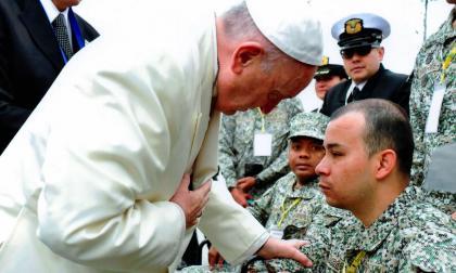 El mensaje que el papa Francisco le mandó a infante de Marina colombiano