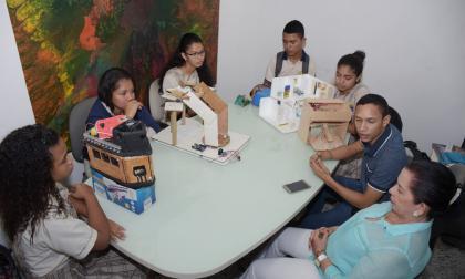 Estudiantes y profesores mostraron algunos de los proyectos durante una visita a EL HERALDO.