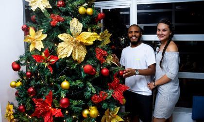 El patinador Álex Cujavante comparte la temporada navideña con su novia antioqueña Daniela Flórez.