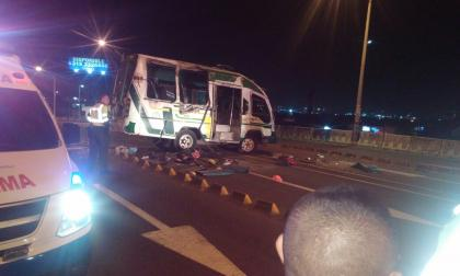 Se vuelca bus en la Murillo: Un muerto y 15 heridos