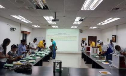 Proceso de conteo de votos realizado por funcionarios del Ministerio de Trabajo.