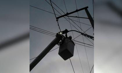 Denuncian que falta de luminaria genera inseguridad en el barrio La Pradera