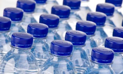 Hallan en lote de Santa Marta 200 botellas de agua listas para reenvasar y vender