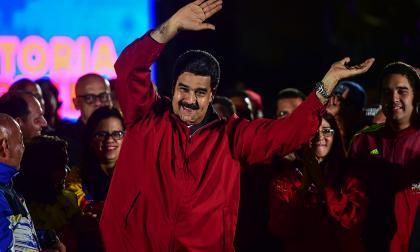 """Maduro pide anunciar la fecha de elecciones """"a más tardar"""" el lunes"""