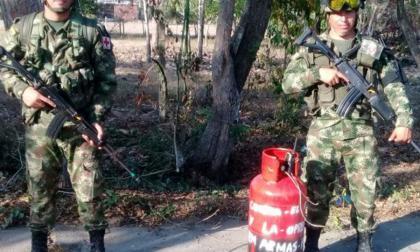 Eln abandona un cilindro de gas en una vía de sur de Bolívar
