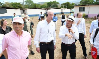 """""""Estamos contentos con el proceso de paz en Colombia"""": ministro de Relaciones Exteriores de Holanda"""