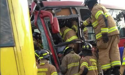 Choque entre dos buses de Transmilenio deja cerca de 22 heridos