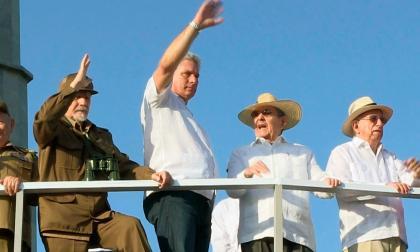 Asume Díaz Canel en Cuba con el castrismo en la sombra