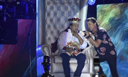 Lisandro Meza recibió la corona de rey vallenato por iniciativa de Carlos Vives.