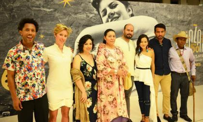 Cristina Gallego y Ciro Guerra junto a los actores de 'Pájaros de verano' Carmiña Martínez, Natalia Reyes, José Acosta, John Narváez y José Vicente Cotes.