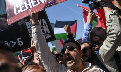 """Los palestinos marchan por """"el derecho al retorno"""" tras el baño de sangre en Gaza"""