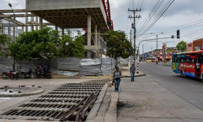 Habitantes de Rebolo denuncian mal estado de rejilla de desagüe y luminarias