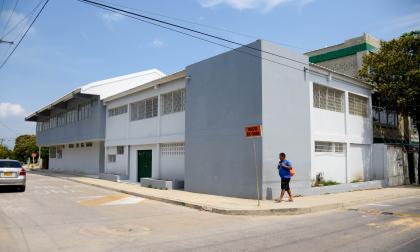 Fachada de la nueva sede del José Consuegra Higgins, que se encuentra al frente de la sede principal, en el barrio Santo Domingo, en el suroccidente de la ciudad.