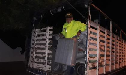 En La Guajira detienen a patrullero con mercancía de contrabando