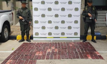 Incautan 38 kilos de cocaína ocultos en carga de madera que iba para España