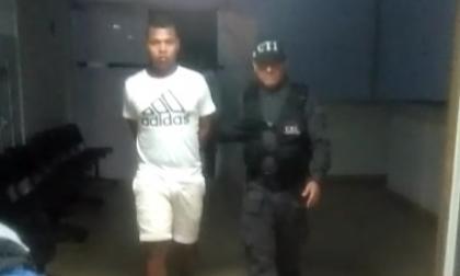 Detienen a 'El Gordo' por asesinato de joven en Las Gardenias