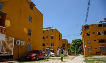Ciudadela 20 de Julio celebra con gallos y recreación