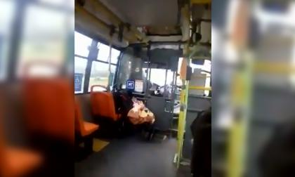 Conductora de bus en Chile trabaja con su bebé y así reaccionaron en redes sociales