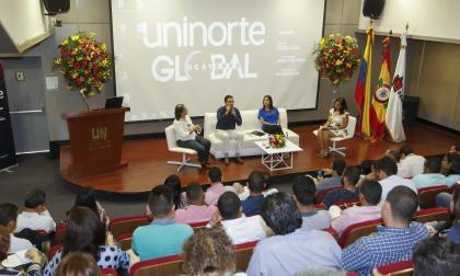 Cecilia Arango, Víctor Deluque, Ingrid Álvarez y Maritza Alvarado, durante el evento en Uninorte.