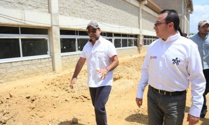 El alcalde Alejandro Char junto al director nacional del Sena, Carlos Estrada.